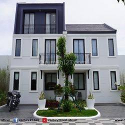 Rumah 2 Lantai Summarecon Dekat Bandara Kota Makassar
