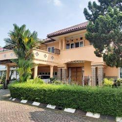 Rumah siap huni, rapi, bagus, asri dekat toll di Taman Giriloka Bsd