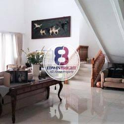 Rumah di River Park Bintaro Jaya Sektor 8 Cantik Luas dengan Swimming Pool