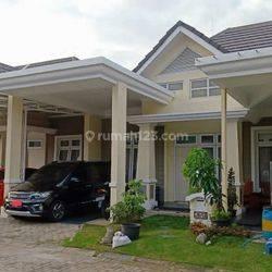 Rumah 2 Lantai Full Furnished Lingkungan Perumahan Dekat Transmart