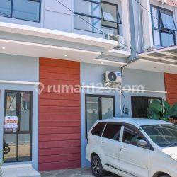 Great Choice 4BR House at Puri Nilam Residence By Travelio