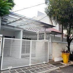Rumah Dekat Masjid Pondok Indah di Radio Dalam Jakarta Selatan