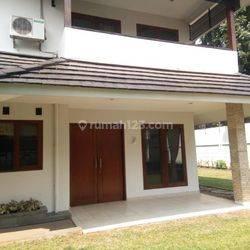 Rumah 2Lt Di Simprug Garden Jakarta Selatan 4+3KT LT676m2 Unfurnish (Cngcng)