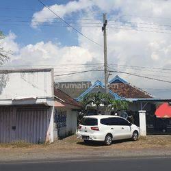 Rumah dan toko 0 jalan raya di Paiton