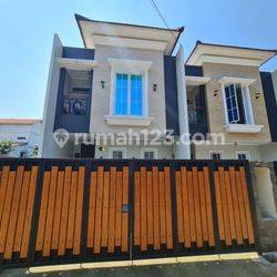 Rumah Mewah Ready Dekat Jalan Utama Bambu Apus Raya Cipayung Jakarta Timur