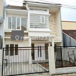 Rumah/Villa Baru 2 lantai harga murah dekat Jatim park dan BNS akses mudah dijangkau di kota Batu