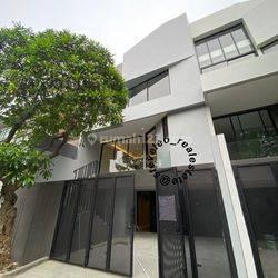 Rumah 4 Lantai Brand New Permata Buana - Minimalis Modern dan Pencahayaan bagus.
