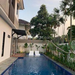 Rumah lengkap swimming pool, dekat UPH,rs siloam,supermall karawaci (lingkungan elite lippo karawaci) 4.6M Nego