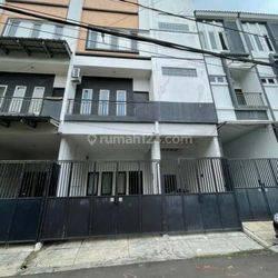 Rumah Tinggal Strategis Taman Kedoya Baru Kedoya Selatan Kebon Jeruk Jakarta Barat.