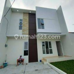 Rumah baru 2lt | LOKASI DI KARANG TENGAH CILEDUG | area rumah dalam komplek | dengan keamanan 24jm | lokasi sangat strategis di pinggir jalan