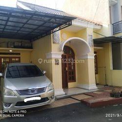 Dikontrakkan Rumah di Villa Ribera Full Furnished, Jagakarsa, Jakarta Selatan