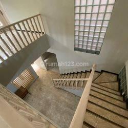 JAKSEL - NICE HOUSE - LEBAK BULUS AREA - LAND 360 - 400 - LOKASI STRATEGIS