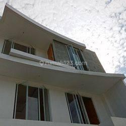 Rumah baru bangun 2021 rapih (90%) di Puri Indah dekat mall Puri Indah