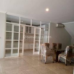 Rumah komplek Intercon siap huni, 2 lantai