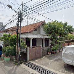 Rumah tua di Kartini hadap Timur