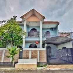 Jual cepat Rumah 2 lantai di Istana Mentari sidoarjo kota