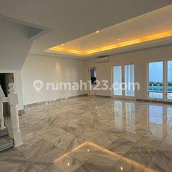 Rumah mewah, cantik modern design minimalis, lokasi startegis,800sqm, di Senayan, Jakarta