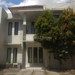 Rumah minimalis modern dekat Sumarecon