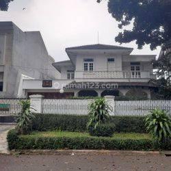 Rumah disewa berlokasi strategis di Pondok Indah - Aziz