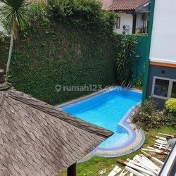 Rapi siap huni di Taman Giri Loka, Best Location, private pool SHM Selatan