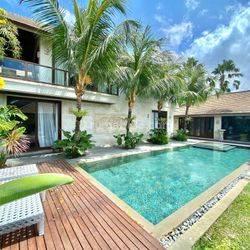 Villa modern 200 meter pantai batu Belig termurah
