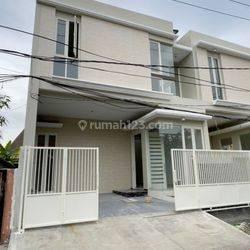 Kutisari Utara , Row 2,5 Mobil , Granite tile Mewah Surabaya Selatan