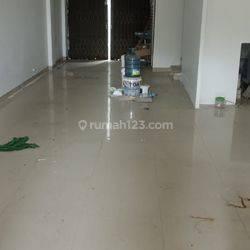 Di Sewa Ruko Siap Pakai, Baru Renovasi, Sudah Ganti Atap Baja Ringan, Jl. Peta Selatan, Jakarta Barat