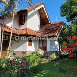 Exotic balinese old style house at prime location renon.