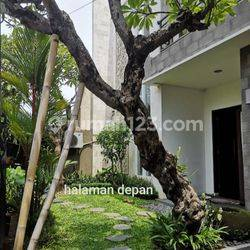 Jual Rumah Mewah Minimalis Modern Lantai 2 Di Renon Area Moh Yamin Hayam Muruk