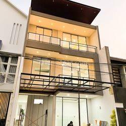 NEW GRESS! Rumah Sutorejo Prima Utara split level
