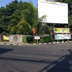 Tanah Hook Besar di Raya Kuta Bali nol jalan raya.