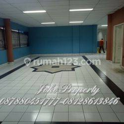 Gedung dan lahan Ex Sekolah Ternama Hitung Tanah, di Jl. Margasatwa Raya, Jakarta Selatan