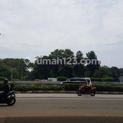 Tanah komersil di Jl. MT.Haryono Jakarta Selatan