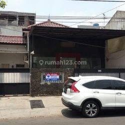 Rumah Tua + Tanah , jl Tanjung duren Timur VI