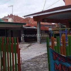Tanah murah  Bonus 2 Rumah di Beji dekat stasiun Depok