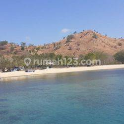 Tanah beach front dengan pasir putih seluas 6 Ha/ 60.000 m2, Akses jalan tersedia, sangat bagus untuk hotel, pantai yang jernih dan sangat istimewa