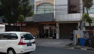Ruko di Jakarta Selatan, Kebayoran Baru, Gandaria Utara - JL. RADIO DALAM RAYA - **sebelah RESTO SUSHI TENGOKU **1,3 Km dari PONDOK INDAH MALL (3 menit) -- LT : 4,5 x 17 meter, 4 Lantai, LB : 205 m2, Fully Furnish, hadap jalan raya, Siapa Cepat Dapat!