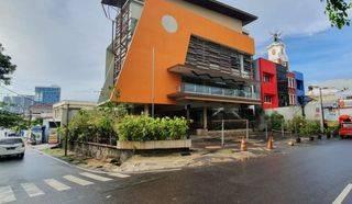 Gedung komersial siap pakai, bekas restaurant terkenal di daerah Tebet Lingkungan pusat bisnis dan niaga di area Jl Gatot Subroto, Tebet dan Kuningan jakarta selatan