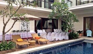 Rumah mewah dengan kolam renang di bintaro jaya cluster