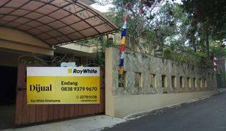 Rumah Besar dan Kokoh dalam Townhouse Tenang dan Nyaman Ampera Jakarta Selatan