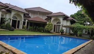 Dijual Rumah Besar Terawat Nyaman  Asri Sejuk Dengan Garden dan Pool Cireunde