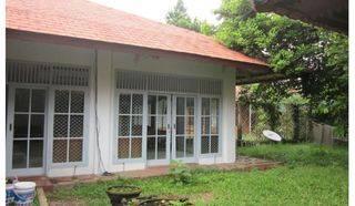 Rumah asri, halaman luas,lokasi tenang...