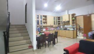 ANA_JELAMBAR Rumah Minimalis Semi Furnished kondisi bagus hadap selatan di Jelambar