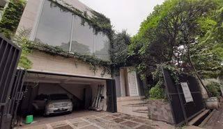 Dijual Rumah Kontemporer Design Dengan Lingkungan Asri Daerah Antasari