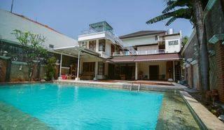 Rumah Mewah Sangat Terawat dengan Kolam Renang Besar di Cipete