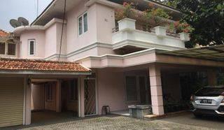 Rumah mewah dan Sangat Terawat di Area Elit Kebayoran Baru Jaksel