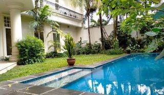 Beautiful and Luxurious House Located In Kemang Only 500 meters To Australian School