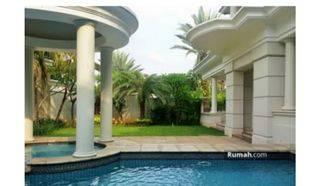 rumah mewah nan asri lengkap dengan kolam renang dan gym room ,halaman yg luas