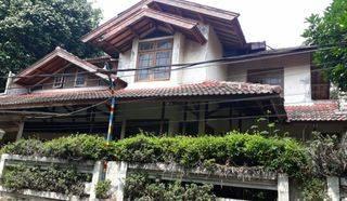 Rumah Tua Hitung Tanah Dalam Komplek Samping Pintu Tol Andara Jakarta Selatan