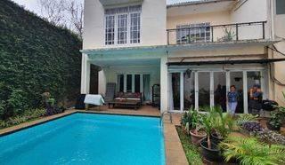 Rumah Modern Dengan Private Swimming Pool Sangat Siap Huni di Kemang